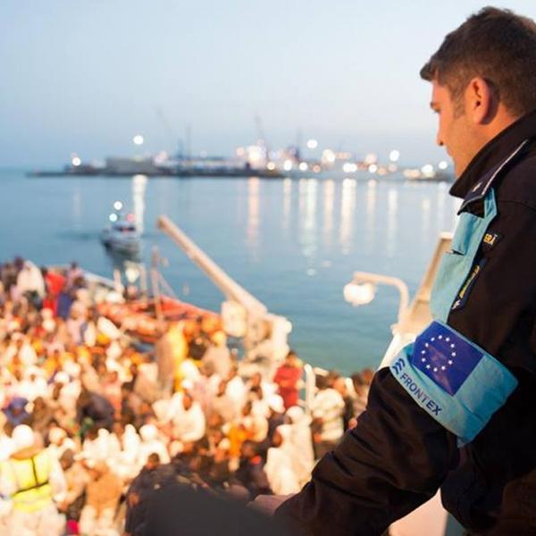 În acest an, navele Poliţiei de Frontieră Române au salvat peste 1.700 persoane aflate în pericol de înec pe mările Mediterană şi Egee