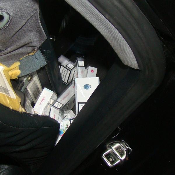 Autoturism antifonat cu ţigări de contrabandă,descoperit la P.T.F. Albița