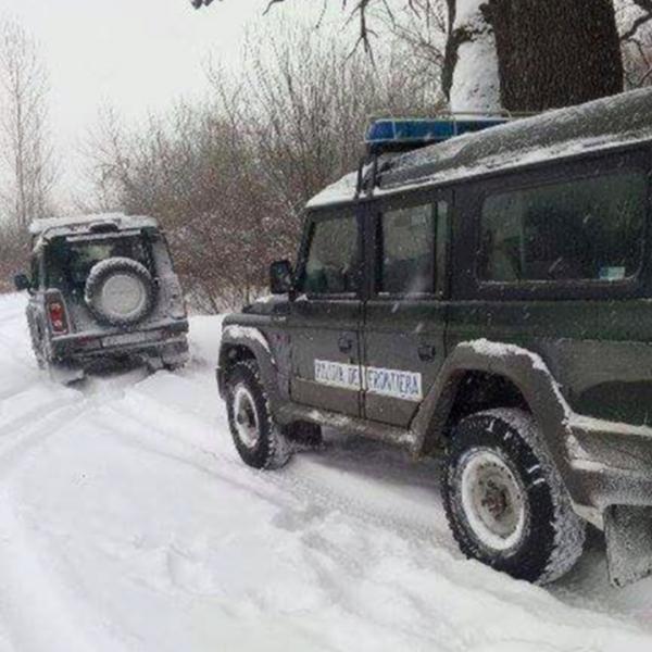 Polițiștii de frontieră au participat la salvarea a două persoane rămase izolate pe Ostrovul Păpădia, în urma înghețului