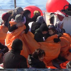 O nouă operațiune de salvare în Marea Egee: 19 copii și 37 de adulți, salvați de poliţiştii de frontieră români