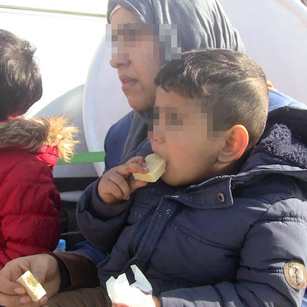 21 de copii si 31 de adulti, salvați de poliţiştii de frontieră români din apele Mării Egee