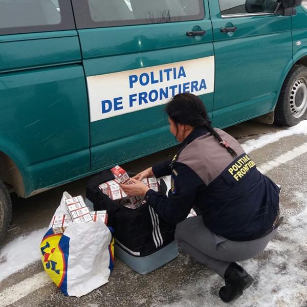 Țigări fără marcaje fiscale, confiscate de poliţiştii de frontieră mehedinţeni