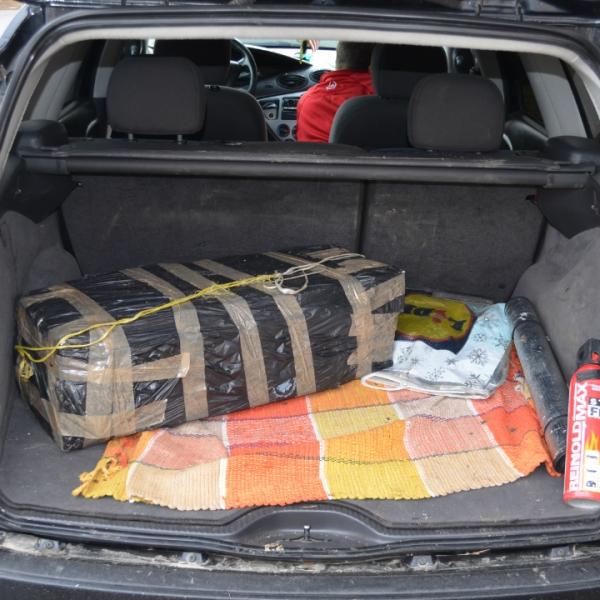 Ţigări de contrabandă, confiscate de poliţişti de frontieră
