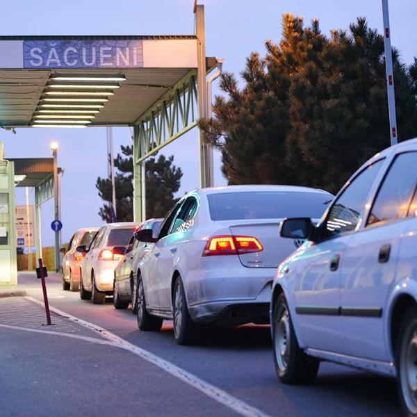 Autoturism cu certificat de înmatriculare fals,descoperit la frontieră