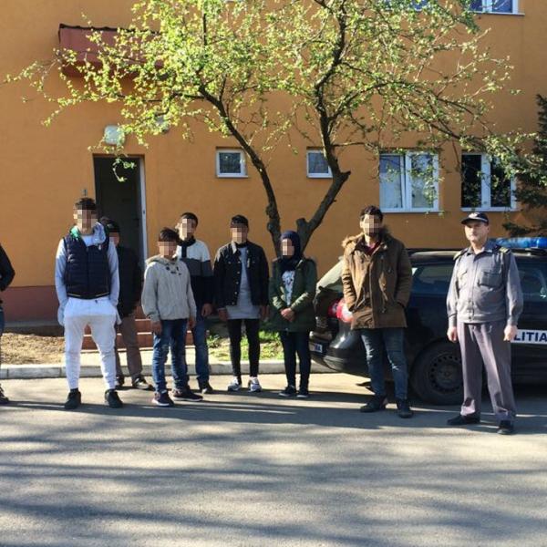 Migranţi irakieni și sirieni, opriţi la frontiera cu Serbia