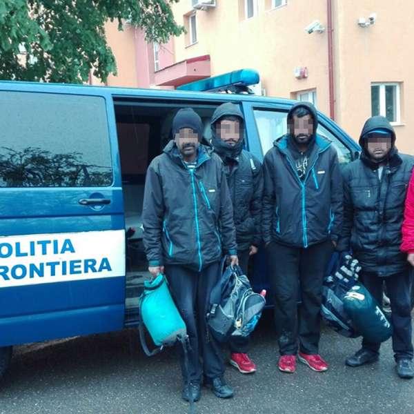 Migranţi pakistanezi și irakieni, opriţi la frontiera cu Serbia