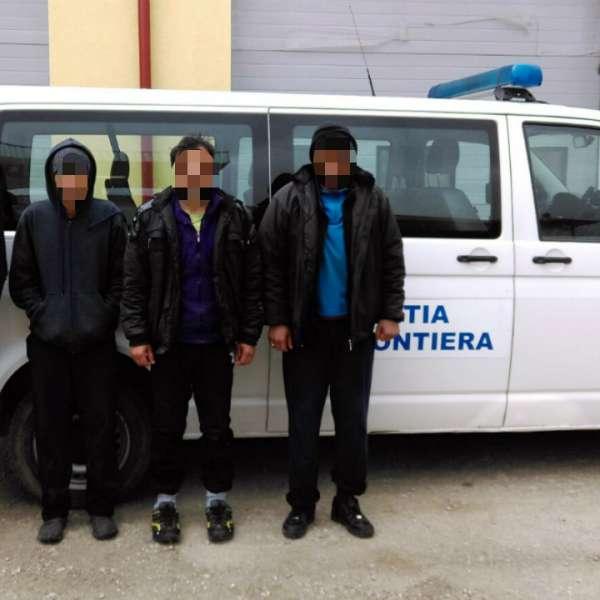 Opt migranţi pakistanezi și irakieni, opriţi la frontiera cu Serbia