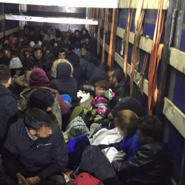 111 persoane intenţionau să iasă ilegal din România,ascunse în interiorul unui automarfar