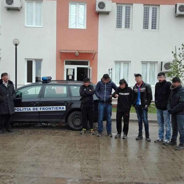 21 de migranţi, opriţi la frontiera cu Serbia