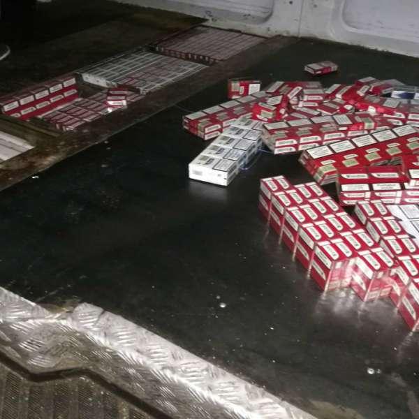 Autoturisme blindate cu ţigări de contrabandă depistate la frontieră