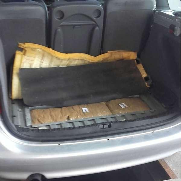 Peste 2.8 kg marijuana ascunse în portbagajul unui autoturism, descoperite la Punctul de Trecere a Frontierei Calafat