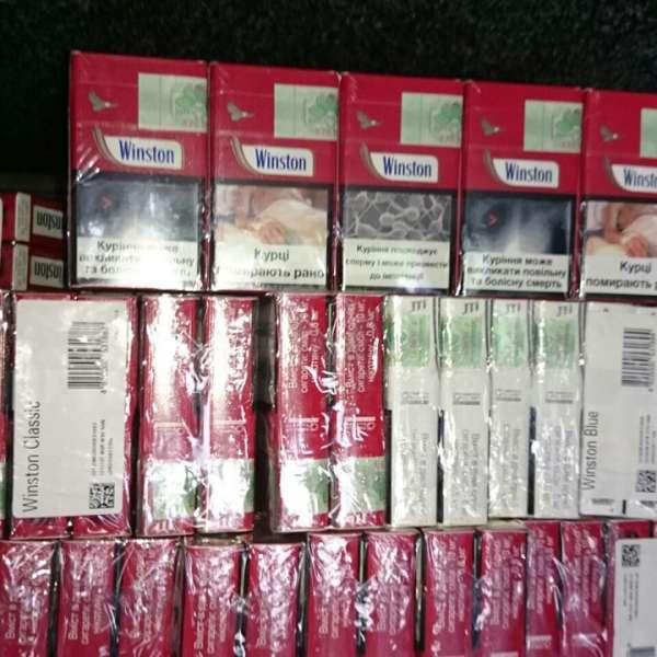 Aproximativ 15.000 de pachete cu ţigări, ascunse în pereţii dubli, portiere sau bordul unor autovehicule