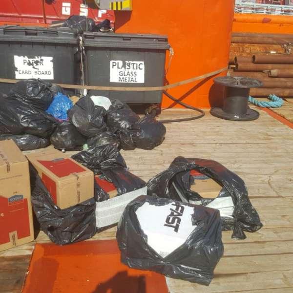 Aproximativ 100.000 de ţigarete de contrabandă, ascunse în tomberoanele de gunoi de la bordul unei nave sub pavilion Norvegia