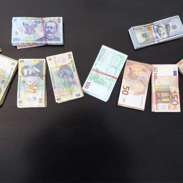 Importante sume de bani descoperite asupra unui cetăţean chinez la controlul de frontieră