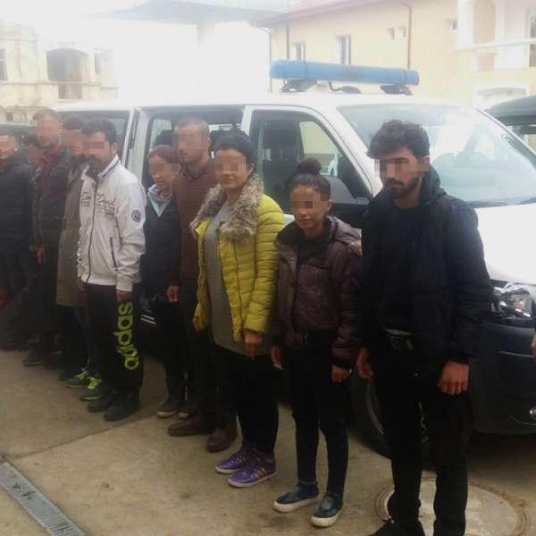 13 cetățeni din Irak şi trei călăuze din Ucraina, depistaţi de poliţiştii de frontieră