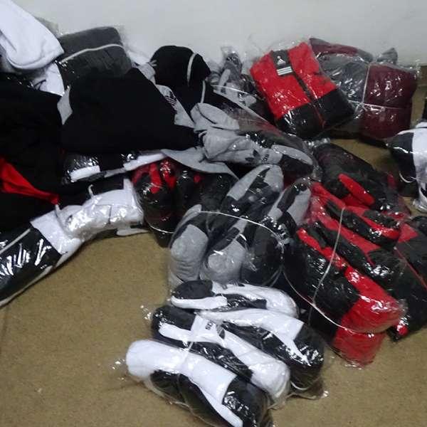 Articole textile, încălțăminte și parfumuri, susceptibile a fi contrafăcute, confiscate la P.T.F. Giurgiu
