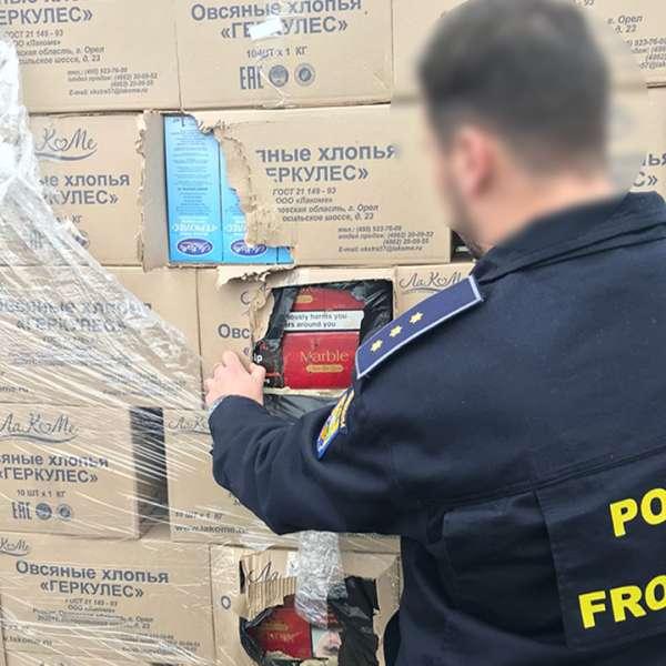 Peste 200.000 de pachete cu țigări, ascunse în cutii cu fulgi de ovăz