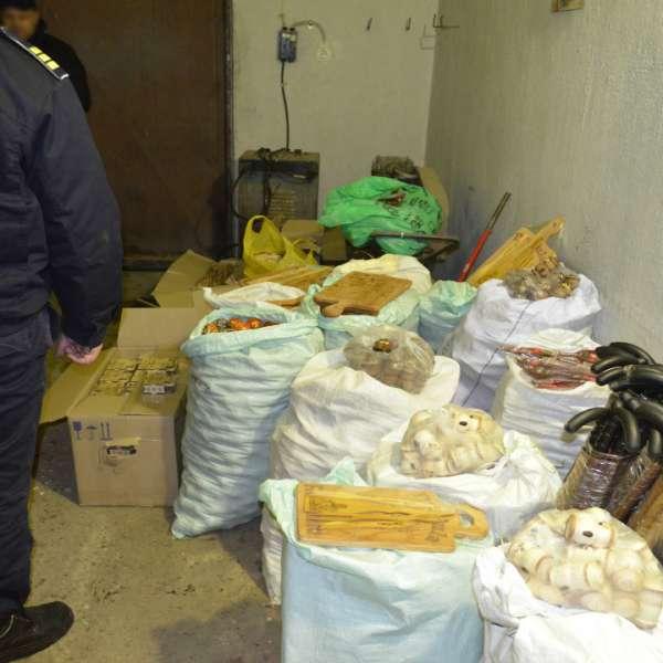 Mii de obiecte de artizanat fără documente, confiscate de polițiștii de frontieră