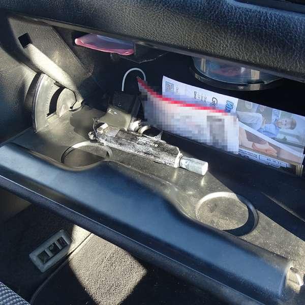 Pistol cu aer comprimat ascuns într-un autoturism, descoperit la P.T.F. Giurgiu