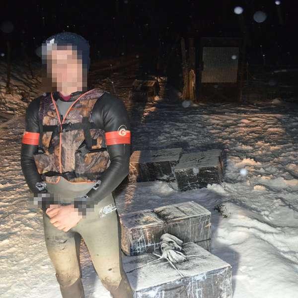 Un cetățean ucrainean reținut și 4.800 pachete cu țigări de contrabandă confiscate la frontiera de nord