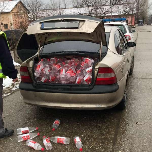 Peste 500 litri de alcool fără documente legale, confiscaţi de poliţiştii de frontieră mehedinţeni