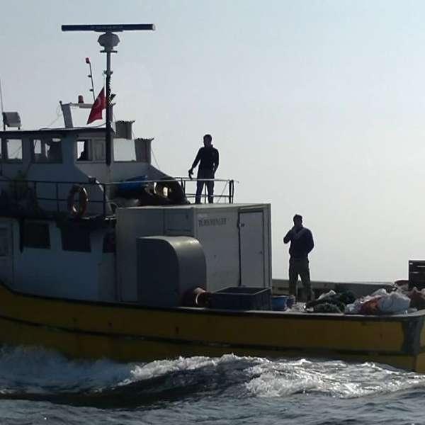 UPDATE: Pescadorul turcesc depistat de nava Gărzii de Coastă a ieşit din zona de competenţă a Poliţiei de Frontieră Române