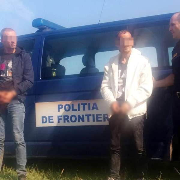 Trei albanezi au încercat să intre ilegal în ţară traversând Dunărea cu o barcă