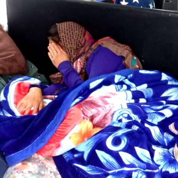Minoră ascunsă sub o pătură, în portbagajul unui microbuz, depistată la frontieră
