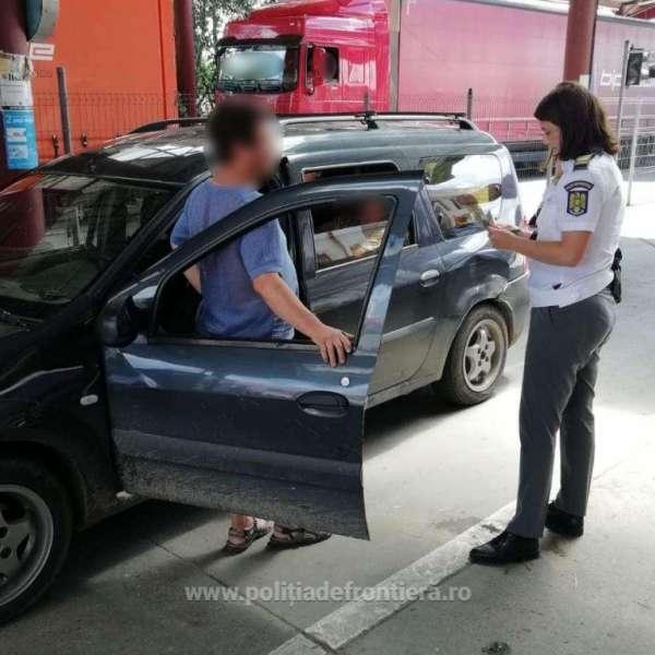 Depistat conducând un autoturism, deşi era sub influenţa băuturilor alcoolice şi nici nu avea un permis de conducere autentic
