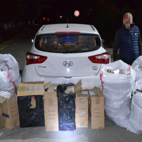 Peste 10.000 de pachete cu țigări de contrabandă, descoperite de polițiștii de frontieră