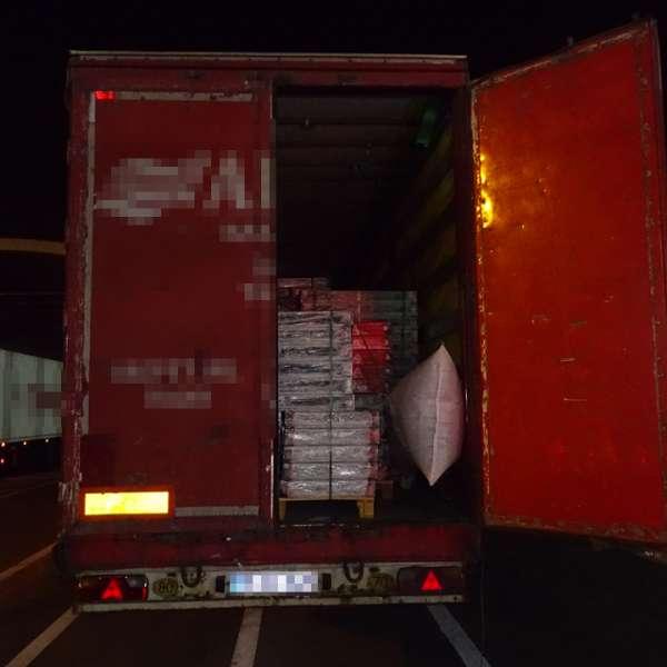 Patru cetățeni afgani descoperiți ascunși într-un camion la P.T.F. Giurgiu