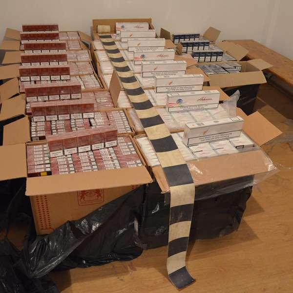 Aproximativ 20.000 de pachete cu țigări, confiscate la frontiera de nord