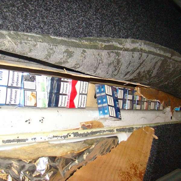 Peste 5.000 pachete cu țigări confiscate  în Punctul de Trecere a Frontierei Siret  și în zona de frontieră
