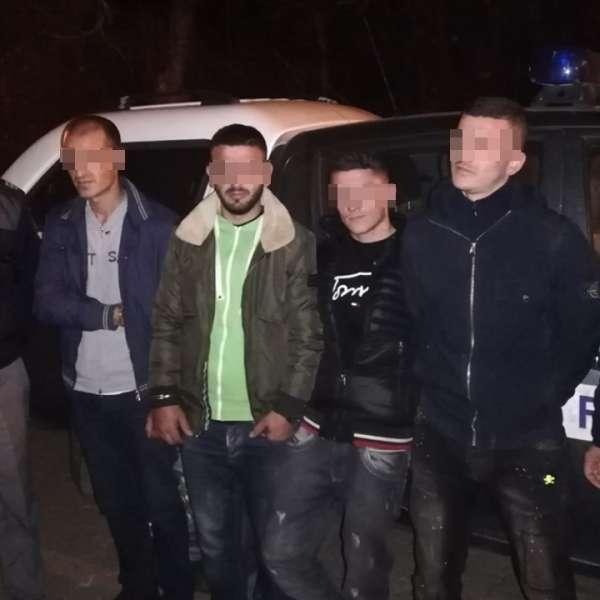 Patru cetăţeni albanezi, opriţi la frontiera cu Serbia