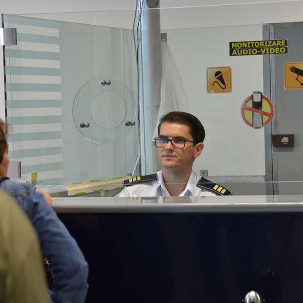 Sirieni aflaţi în tranzit în România, depistaţi de poliţiştii de frontieră cu documente false