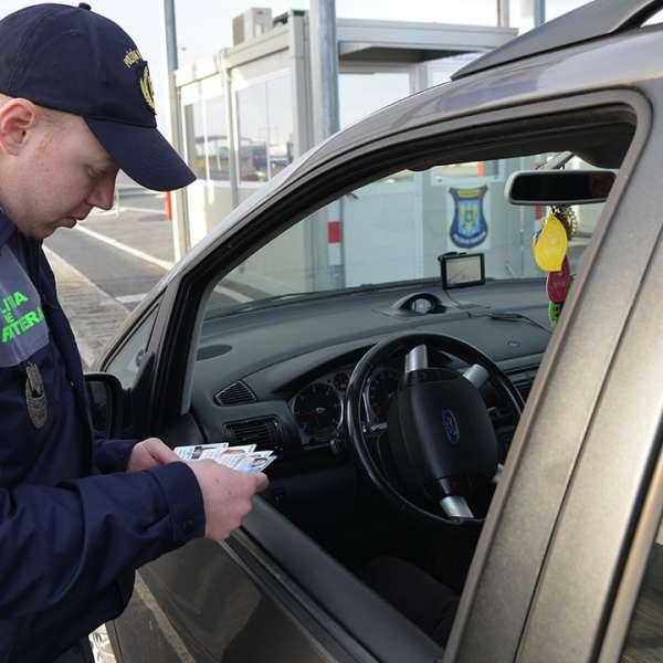 Cetăţean român depistat la volan cu permis de conducere fals
