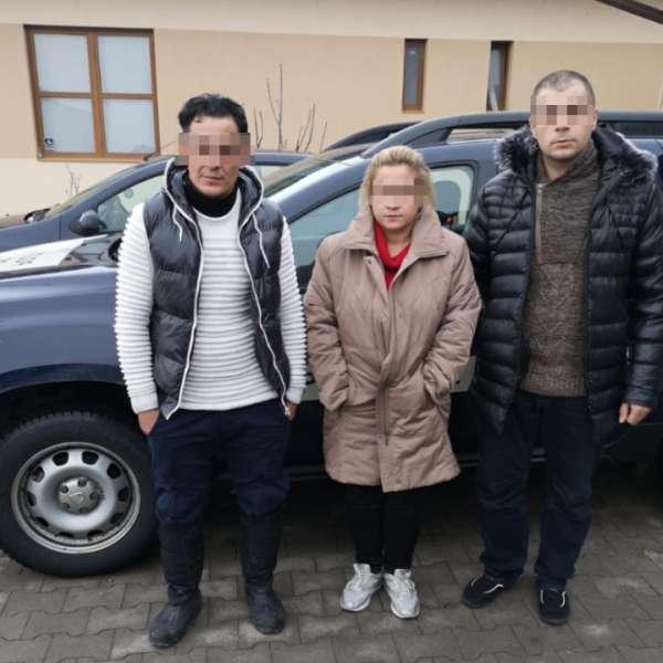 Patru cetăţeni din Kosovo și călăuza lor, opriţi la frontiera de sud-vest