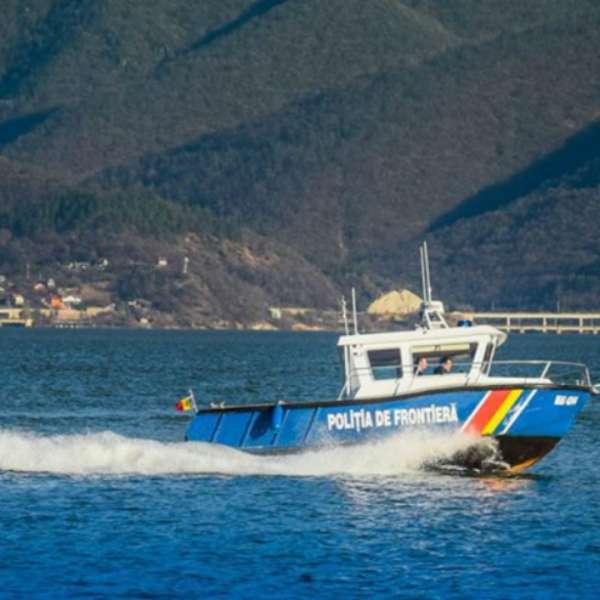 Doi pescari români au depăşit șenalul navigabil al Dunării, intrând în apele teritoriale sârbe