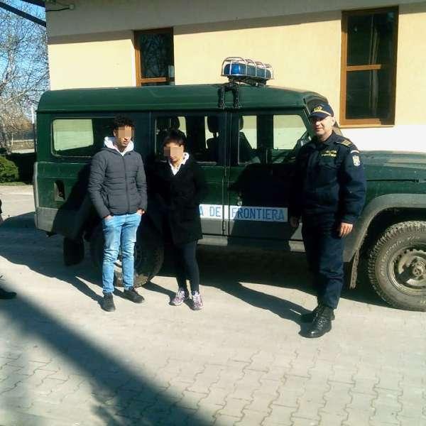 Un marocan și o tânără din România, depistați în timp ce încercausă intre fraudulos în țară