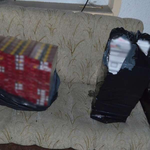 Peste 13.000 de pachete cu țigări de contrabandă, descoperite de polițiștii de frontieră