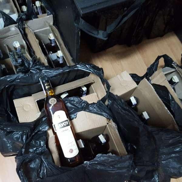 Sticle cu alcool, descoperite la P.T.F. Calafat