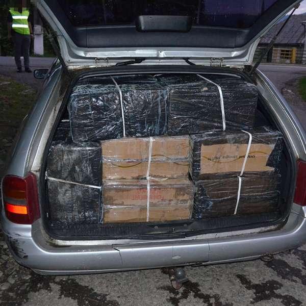 Peste 23.000 pachete țigări, confiscate de poliţiştii de frontieră