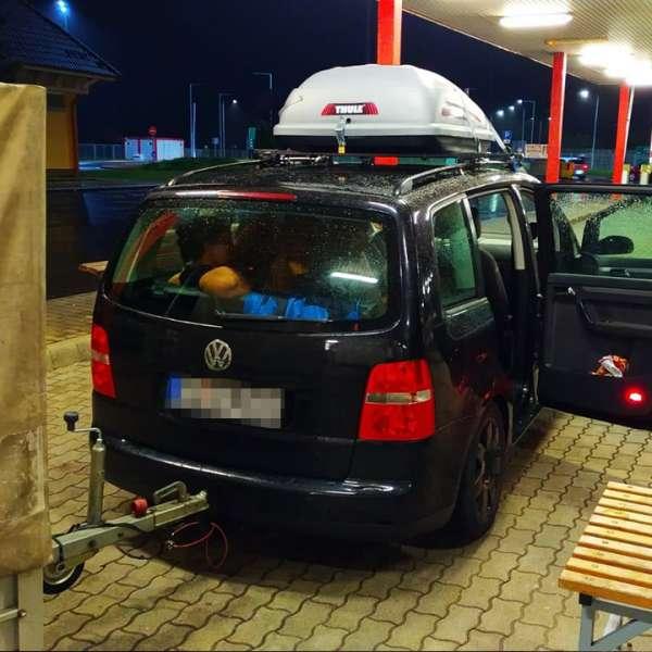 Tânără ascunsă de tată pe bancheta din spate a autoturismului, descoperită în P.T.F. Nădlac