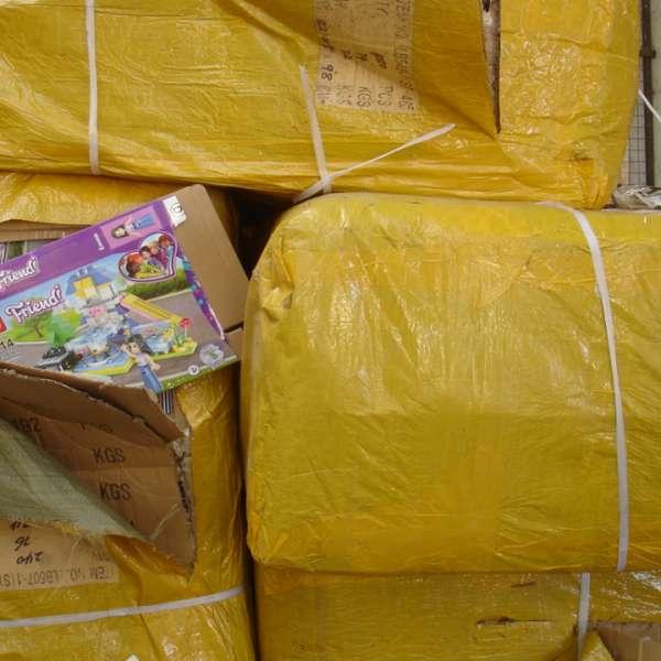 Bunuri contrafăcute în valoare de peste 1.165.000 lei, confiscate în Portul Constanţa Sud Agigea