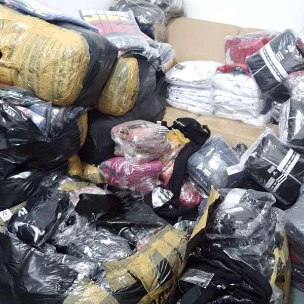 Încălțăminte și produse textile, susceptibile a fi contrafăcute,descoperite de polițiștii de frontieră giurgiuveni