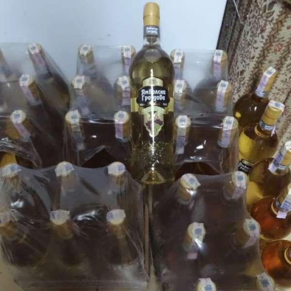 Sticle cu alcool şi ţigări, descoperite la P.T.F. Calafat