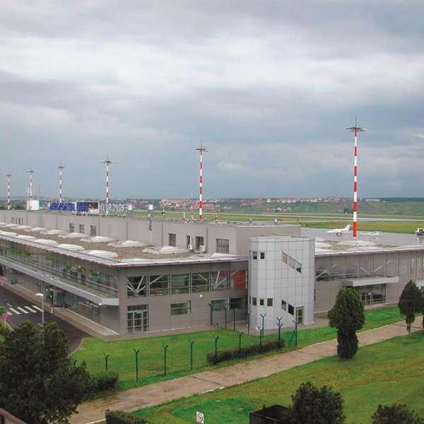 Aeroportul Internaţional Sibiu, o partedin istoria recentă a României