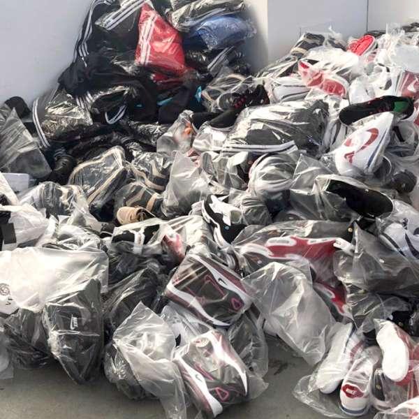Textile, parfumuri şi încălţăminte susceptibile a fi contrafăcute,descoperite de polițiștii de frontieră giurgiuveni