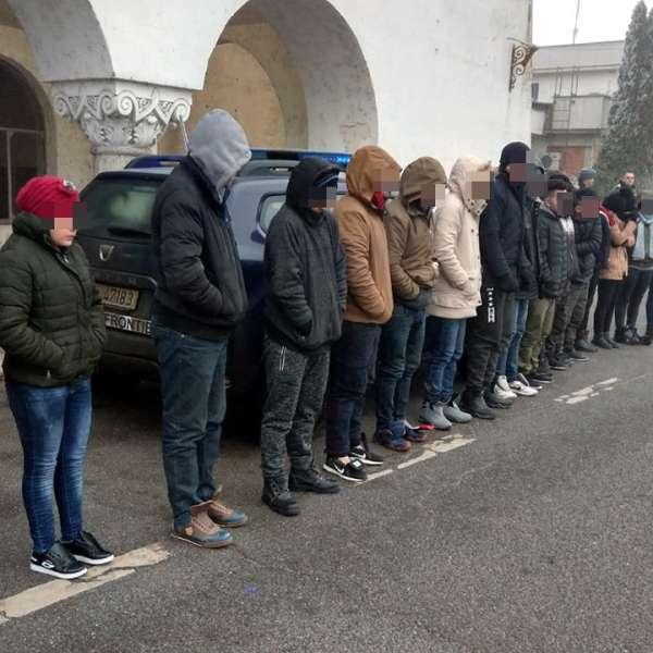 Nouăsprezece irakieni şi sirieni, depistaţi la Borș când încercau să treacă ilegal frontiera în Ungaria