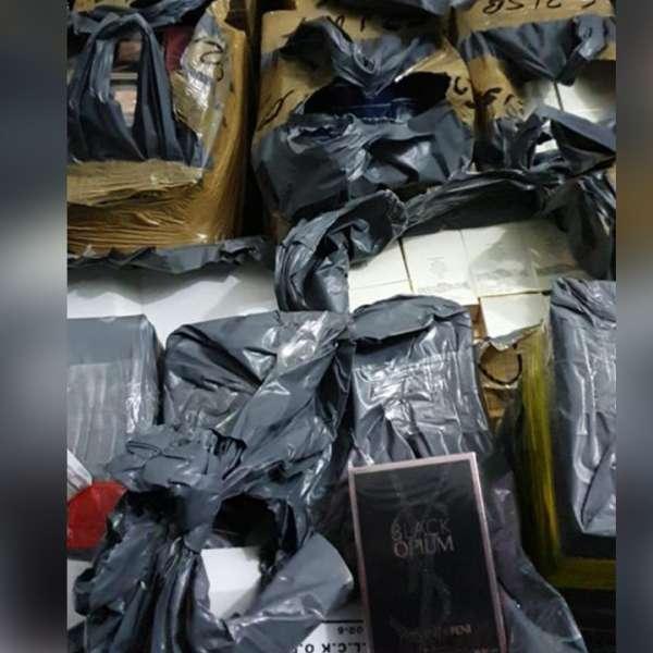 Textile și parfumuri, susceptibile a fi contrafăcute, descoperite la PTF Giurgiu